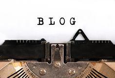 """// L'ÉDITO DU SAMEDI //  """"Le slow blogging, vous connaissez ? Il s'agit d'une manière alternative de bloguer, qu'on retrouve désormais sur la plupart des thématiques de blogs. En deux mots, il s'agit de bloguer quand on veut, et surtout comme on veut, en refusant l'ensemble des contraintes des éventuels partenaires commerciaux (comme les éditeurs, par exemple), et revenir ainsi à une notion essentielle, et bien souvent complexe à préserver sur un blog, même avec la meilleure volonté du monde…"""