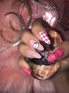 Nails, pin suggestion 9300673642 for that wonderful nail. Grunge Nails, Edgy Nails, Aycrlic Nails, Cat Nails, Stylish Nails, Trendy Nails, Manicure, Bling Nails, Summer Acrylic Nails