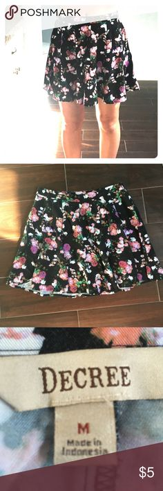 NEW floral skater skirt very cute black pink and green floral skater skirt whit a zip on the side Skirts Circle & Skater