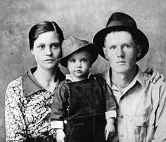 Elvis with his parents - http://www.livinglifeboomerstyle.com/wp-content/uploads/2012/04/1937-gladys-elvis-vernon-presley.jpg