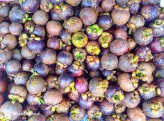 Уезжали в отпуск - мангостинов нигде и видно не было вернулись - они на каждом прилавке 60-70 бат/кг красота  Mangosteen season started - 60-70 baht/kg