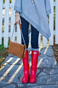 Love the hunter boots and Tory Burch purse!
