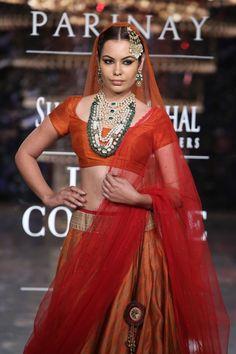 #ICW #ICW2014 #fdci #logixgroup #ShreeRajMahalJewellers #coutureweek #fashionshow #delhi #bridal #indianfashion #jewellery #diamonds #emerlads Mughal Jewelry, Indian Jewelry, Antique Jewellery, Head Jewelry, Big Fat Indian Wedding, Couture Week, Indian Fashion, Fashion Show, Sari