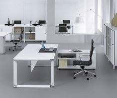 Premium manufacturer Unique Furniture is now offering this elegant, modern, white lacquer executive desk. Its 5 year warranty gives you assurance you are b Office Desk Set, Office Table Design, Office Interior Design, Office Interiors, Office Workspace, Home Office Furniture, Unique Furniture, Furniture Board, Furniture Layout
