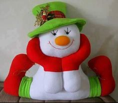 Pattern for a felt snowman Christmas Crafts To Make, Christmas Sewing, Felt Christmas, Christmas Colors, Christmas Snowman, Christmas Holidays, Christmas Decorations, Christmas Ornaments, Holiday Decor