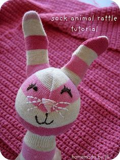 Make It: Sock Bunny Baby Rattle - Tutorial Sewing Crafts, Sewing Projects, Diy Projects, Sock Bunny, Do It Yourself Baby, Plushie Patterns, Sock Dolls, Techniques Couture, Sock Animals