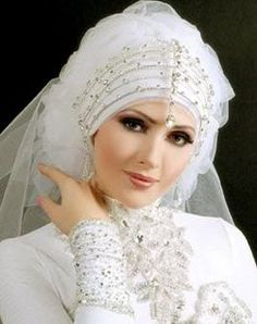 Beautiful Headpiece for Muslim Wedding Dresses - http://casualweddingdresses.net/muslim-wedding-dresses-for-beautiful-islamic-brides/