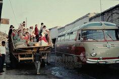 Straße in Belen, 1961 Czychowski/Timeline Images #60er #60s #1960er #1960s #Hatay #Bus #Reisebus #LKW #reisen #Transportmittel #SyrischePforte