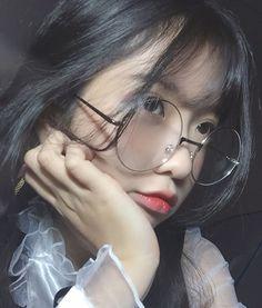 Lấy = Fllowing me Not me Girl Photo Poses, Girl Poses, Cute Girls, Cool Girl, Ideal Girl, Uzzlang Girl, Cute Korean Girl, Girls World, Kawaii Girl