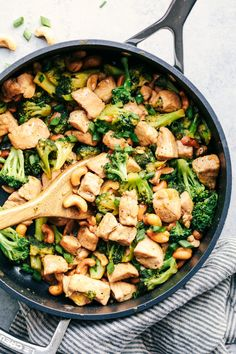 Garlic Chicken and Broccoli Cashew Stir Fry is the easiest meal to make and only requires one skillet! This meal is packed with amazing flavor and cr. Chicken Broccoli Stir Fry, Cashew Chicken, Healthy Chicken, Garlic Chicken, Garlic Salt, Crock Pot Recipes, Stir Fry Recipes, Chicken Recipes, Cooking Recipes