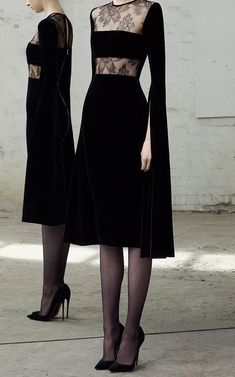 // Alex Perry Kirby Lace And Velvet Dress - Annabel Perfect Outfits Mode Chic, Mode Style, High Fashion, Womens Fashion, Fashion Tips, Fashion Design, Classy Fashion, Petite Fashion, Korean Fashion