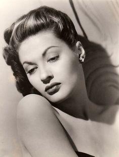 Yvonne De Carlo 1942
