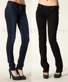Kate in 2 pair of Hudson jeans: on the left the Collin Signature Skinny in the Stockport wash, on the right, the Carly Flap Pocket Straight Leg in the Black Ice wash. Via Jeanography