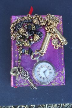 What things do you think about when buying a watch? Does it have to be huge? Does it have to be small? Does it have to be Rolex? Or any watch will do as long as it informs you the proper time? Pocket Watch Necklace, Silver Pocket Watch, Pocket Watch Antique, Bracelet Watch, Antique Necklace, Antique Jewelry, Vintage Keys, Gold Accessories, Upcycled Vintage