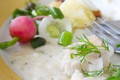 Hämmentäjä: Kesäinen keitetty hauki ja kermainen kastike. Boiled pike in creamy sauce.