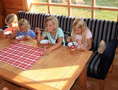 Lapsetkin viihtyvät sohvalla. Kesä. Barnickelin sohva ja jälkiruoka. www.vallaste.fi Picnic Blanket, Outdoor Blanket, Picnic Quilt
