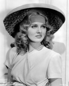 Helen Gilber married Johnny Stompanato, bodyguard of infamous mobster Mickey Cohen. Stompanato later died at the hands of Lana Turner's daughter, Cheryl Crane. The Hollywood Bowl, Old Hollywood, Classic Beauty, Timeless Beauty, Cheryl Crane, Mickey Cohen, Real Gangster, Gangster Style, Actresses