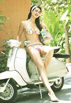 Natalie Glebova, người đẹp Canada, đăng quang Miss Universe 2005. Cô cũng là một trong 10 Hoa hậu đẹp nhất trong lịch sử Miss Universe.