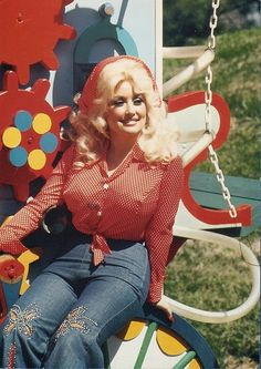 vintage everyday: 20 Beautiful Portrait Photos of Dolly Parton in the Dolly Parton Costume, Divas Pop, Dolly Parton Pictures, Thing 1, Hello Dolly, Famous Women, Famous People, Female Singers, Vintage Beauty