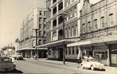https://flic.kr/p/9sAD2J | View of Scott Street, Newcastle, NSW, Australia [c.1960's] | Scott Street, showing the George Hotel and the Great Northern Hotel. Both hotels face Newcastle Railway Station. Vinco series no. 25.  This image was scanned from a photograph in the Newcastle and Hunter District Historical Society archives which are held by Cultural Collections at the University of Newcastle, Australia.  If you have any information about this photograph, please contact us.  Please…
