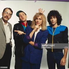 American rock band Cheap Trick New York November 1980 Left to right drummer Bun E Carlos guitarist Rick Nielsen singer Robin Zander and bassist Tom. Robin, Cheap Trick, Band Pictures, Southern Girls, American Tours, Soundtrack To My Life, Rockn Roll, Rock Concert, Cover Gray