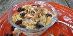 Celebrate fall with this oatmeal full of pumpkin and raisins.  Works with Ginormous recipe from Hungry Girl, too.