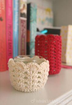 Crochet jar cover in red or white Crochet Vase, Crochet Cozy, Easter Crochet, Crochet Gifts, Crochet Doilies, Crochet Designs, Crochet Patterns, Crochet Jar Covers, Homemade Art