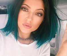 emerald green hair kylie jener | cn_image_0.size.kylie-jenner-kris-jenner-blue-hair-466.png