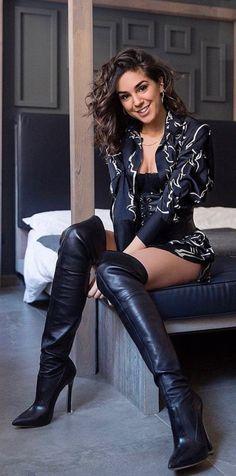 Strumpfhosen outfit Heureuse avec ses nouvelles bottes OTK en cuir noir When Will The Thigh High Boots Heels, Stiletto Boots, Black High Heels, Knee Boots, Heeled Boots, Sexy Boots, Black Boots, Long Boots, Look Fashion