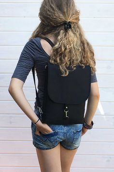 Vegan water resistant backpack for women. Customizable measurements and colors. Backpack Straps, Laptop Backpack, Office Bags For Women, Waterproof Backpack, Waterproof Fabric, Black Leather Backpack, Leather Bag, Convertible Backpack, Designing Women