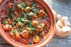 Marokkaanse gehaktballetjes met spinazie in tomatensaus - http://www.mytaste.be/r/marokkaanse-gehaktballetjes-met-spinazie-in-tomatensaus-11800990.html