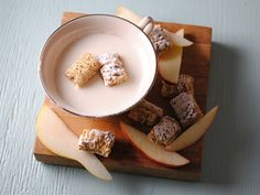 White Chocolate Fondue with Fruit and Cereal - QueRicaVida.com