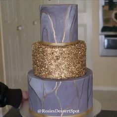 This is a short tutorial on how to make Gold Confetti and Marbled Fondant Cake. For any wedding or engagement party. This is a short tutorial on how to make Gold Confetti and Marbled Fondant Cake. For any wedding or engagement party. Cake Decorating Frosting, Creative Cake Decorating, Cake Decorating Videos, Cake Decorating Techniques, Creative Cakes, Fondant Wedding Cakes, Fondant Cakes, Cupcake Cakes, Fondant Cake Decorations
