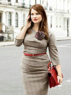 GORGEOUS! Professional look: Fitted, neutral dress with colorful belt and purse. #Curvy