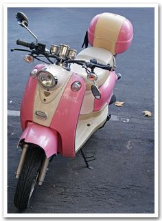 pink & white vespa... i wish this was my ride!