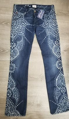 Cut Up Shirts, Old Shirts, Painted Jeans, Painted Clothes, Fashion Sewing, Denim Fashion, Diy Lace Jeans, Diy Clothes, Clothes Refashion
