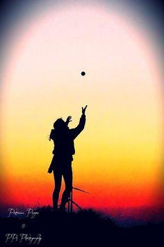 Deze heb ik getrokken met zonsondergang, men dochter was aan het spelen met een bal... Natuurlijk heb ik ze wat bewerkt...