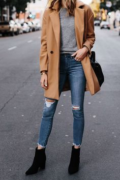 Booties outfit, grey sweater outfit, winter must haves, ripped skinny jeans Black Booties Outfit, Grey Sweater Outfit, Camel Coat Outfit, Women's Booties, Fall Booties, Sweater Jacket, Leather Booties, Black Women Fashion, Look Fashion