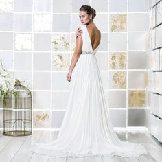 Gio Rodrigues Seneccio Wedding Dress impressive wedding dress  fluid tulle mousseline  trespass V neckline transparent engaged inspiration unique gorgeous elegant bride