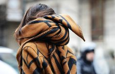 Street Style Fall Outfit Matching Blanket Scarf and Jacket Garance, Tommy Ton, Louis Vuitton, New Fashion Trends, Milan Fashion, Street Fashion, Trendy Fashion, Womens Fashion, Blanket Scarf