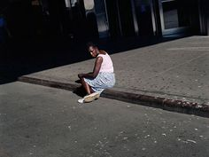 Paul Graham 'Untitled Woman on Sidewalk, New York, 2002 © Paul Graham; courtesy Pace and Pace/MacGill Gallery, New York Paul Graham, Photography Themes, Light Photography, Color Photography, Street Photography, Urban Setting, Documentary Photographers, Urban Landscape, Photojournalism