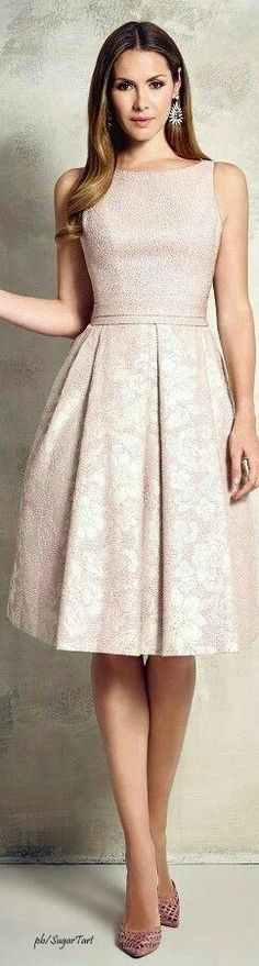 I'd love this with sleeves Pepe Botello 2016 women fashion outfit clothing style apparel closet ideas Lace Dresses, Elegant Dresses, Pretty Dresses, Beautiful Dresses, Short Dresses, Formal Dresses, Mode Outfits, Dress Outfits, Fashion Dresses