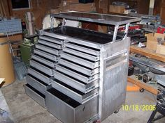 Rolling Tool Chest - Homemade 15 cubic foot, rolling tool chest constructed from extruded aluminum and Sheet Metal Tools, Metal Tool Box, Aluminum Fabrication, Welding And Fabrication, Tool Drawers, Metal Drawers, Truck Bed Tool Boxes, Rolling Tool Box, Tool Box Diy