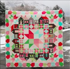 Amazing holiday-themed Summerville quilt by @holly_inez. I want to make a smaller scale one for next Christmas.