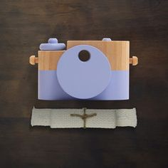 I love these sweet and adorable toy cameras! | Social Blue Pixie - Wooden Toy Camera