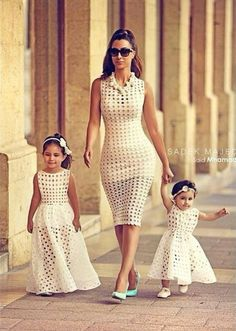 Mom daughter matching outfits are perfect to sport on the mother's day. Explore unique ideas for stylish and gorgeous matching dresses for mother and daughter Mommy And Me Dresses, Mommy And Me Outfits, Girl Outfits, Girls Dresses, Fashion Kids, Fashion Fashion, I Dress, Baby Dress, Mom Daughter Matching Outfits