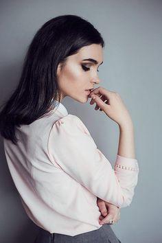 © andreeaiancu.com // beauty portrait, studio, indoors, natural light, diffuse,, fashion, photography, skin retouch, make-up by Cristina Foit, melancholic,