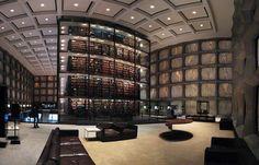 Beinecke Rare Book and Manuscript Library, Universidad de Yale, New Haven, Estados Unidos Dedicado por completo a los manuscritos y libros raros, la Beinecke, de la Universidad de Yale, fue construido en 1963, según proyecto de Gordon Bunshaft, de la firma Skidmore, Owings y Merrill-sonido. Es la biblioteca más grande de su tipo en el mundo y uno de los más bellos del mundo.