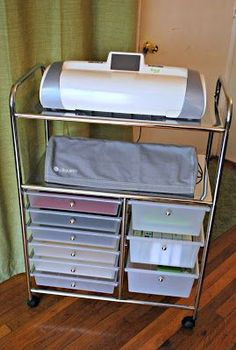 Shemaine Smith: A fabulous Cricut & Silhouette storage find projects to sell Vinyl Storage, Craft Room Storage, Storage Ideas, Storage Cart, Craft Rooms, Storage Drawers, Scrapbook Organization, Craft Organization, Scrapbook Storage
