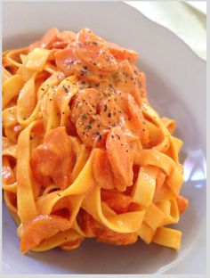 Tagliatelle with carrots in a creamy safran sauce